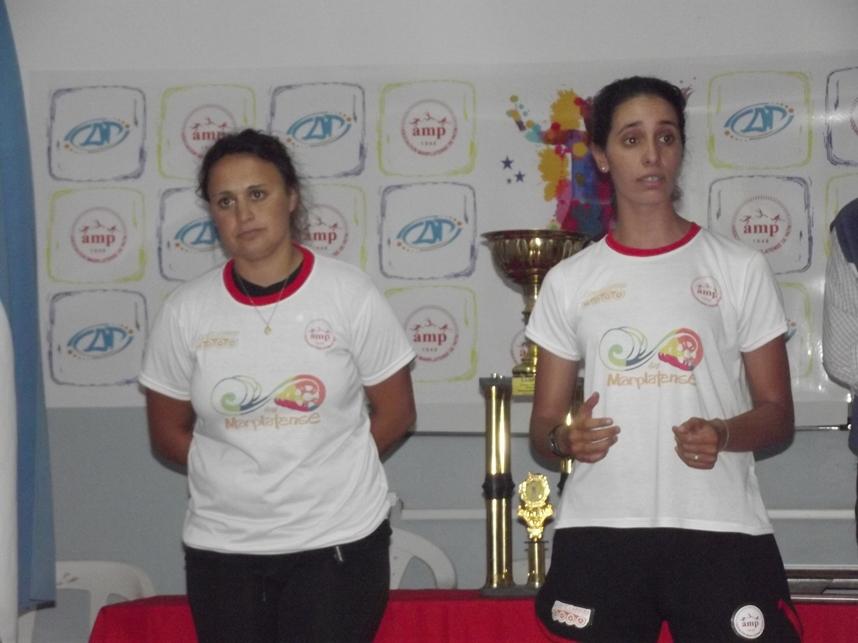 Natalia Artero y Carla Peña, las entrenadoras de la Selección de Mar del Plata.