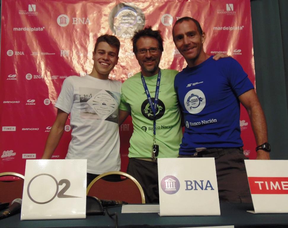 Iván Anzaldo, campeón argentino juvenil, junto a Hernán Ibáñez y Sebastián Sucari, de IS Sports.