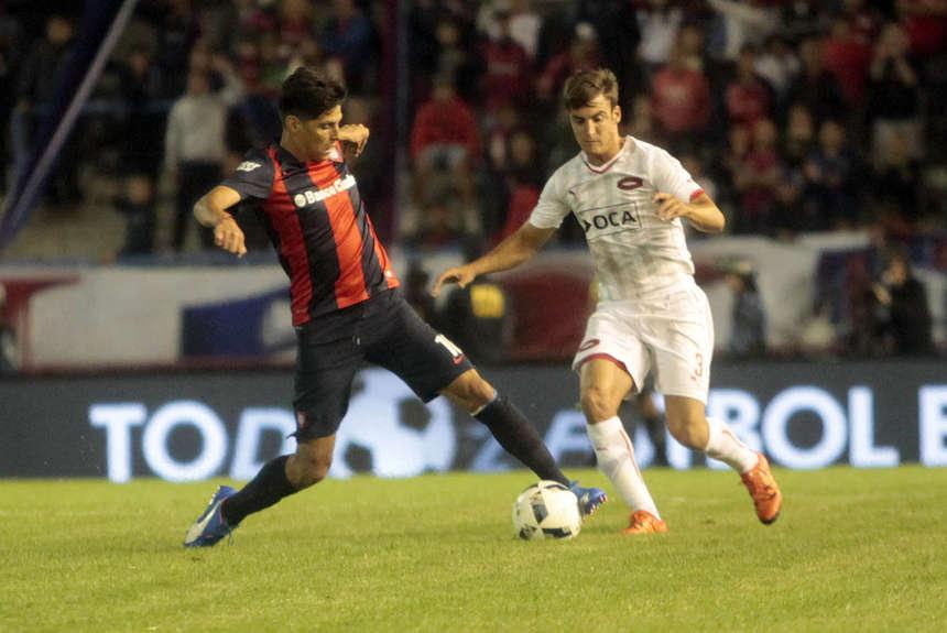 Barrientos, autor del pase-gol a Blandi, marcado por Tagliafico. (Foto: Olé)