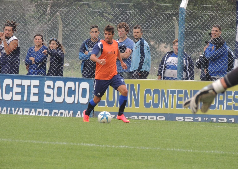 Alvarado y América de Pirán se midieron en la Villla Deportiva.