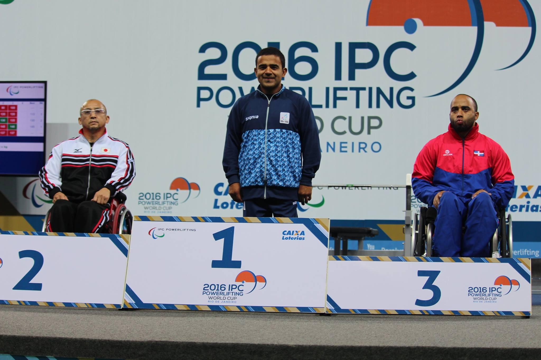 David Coronel en lo más alto del podio de Río de Janeiro. (Foto: Facebook)