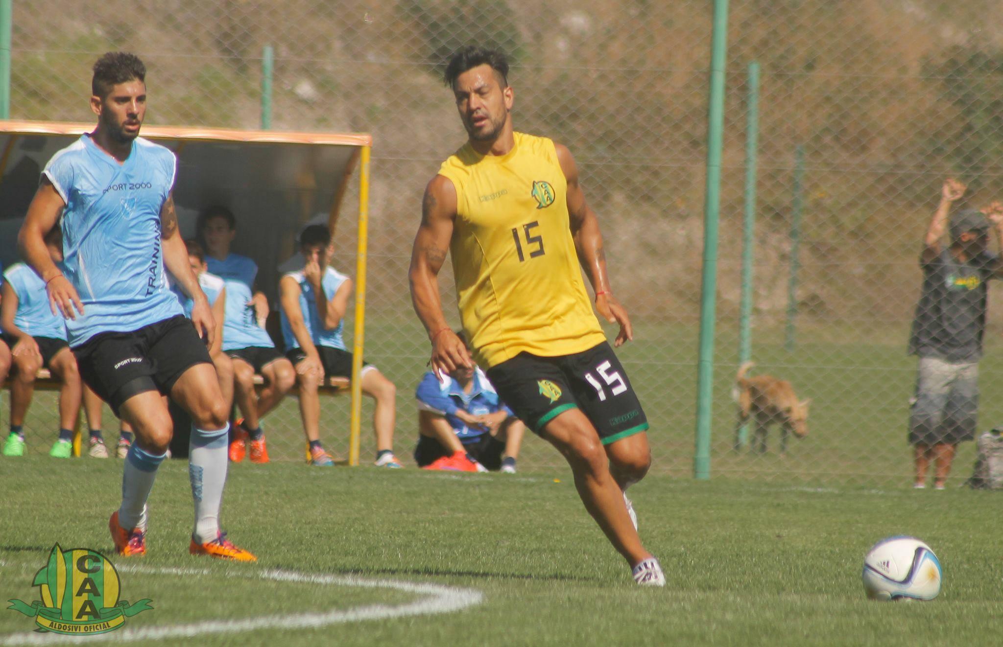 Gastón Díaz tendrá que jugar como volante central ante Estudiantes de La Plata.