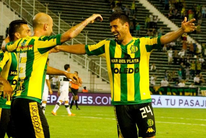 La celebración de Sebastián Penco, autor del primer gol. (Foto: Aldosivi Oficial)