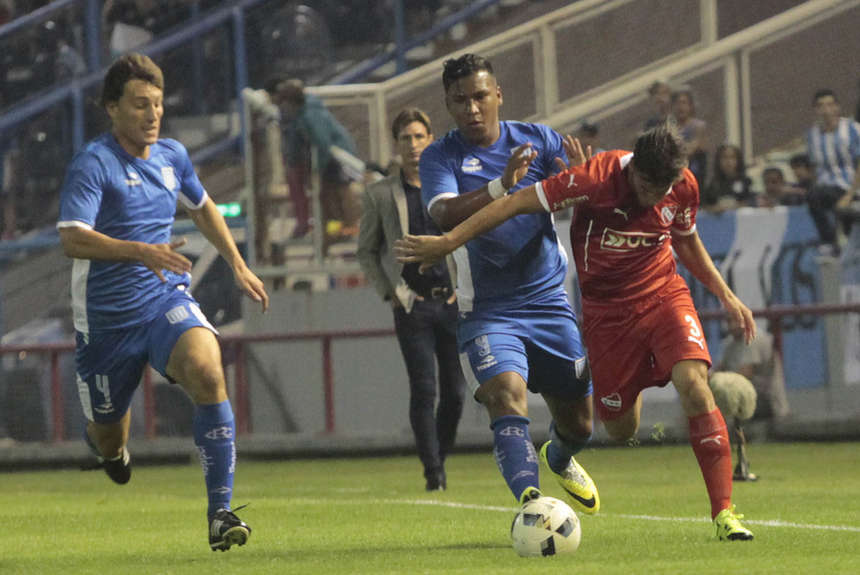 Roger Martínez anotó el último gol de Racing. (Foto. Olé)