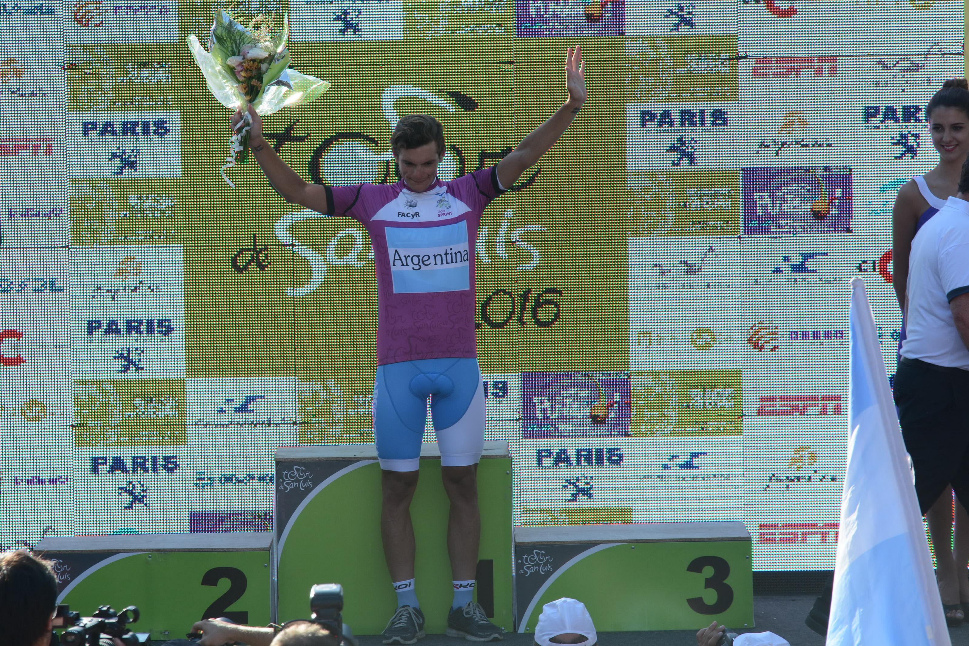 Juan Ignacio Curuchet con la malla de líder en el Tour de San Luis. (Foto: Luis Rojo Mallea)