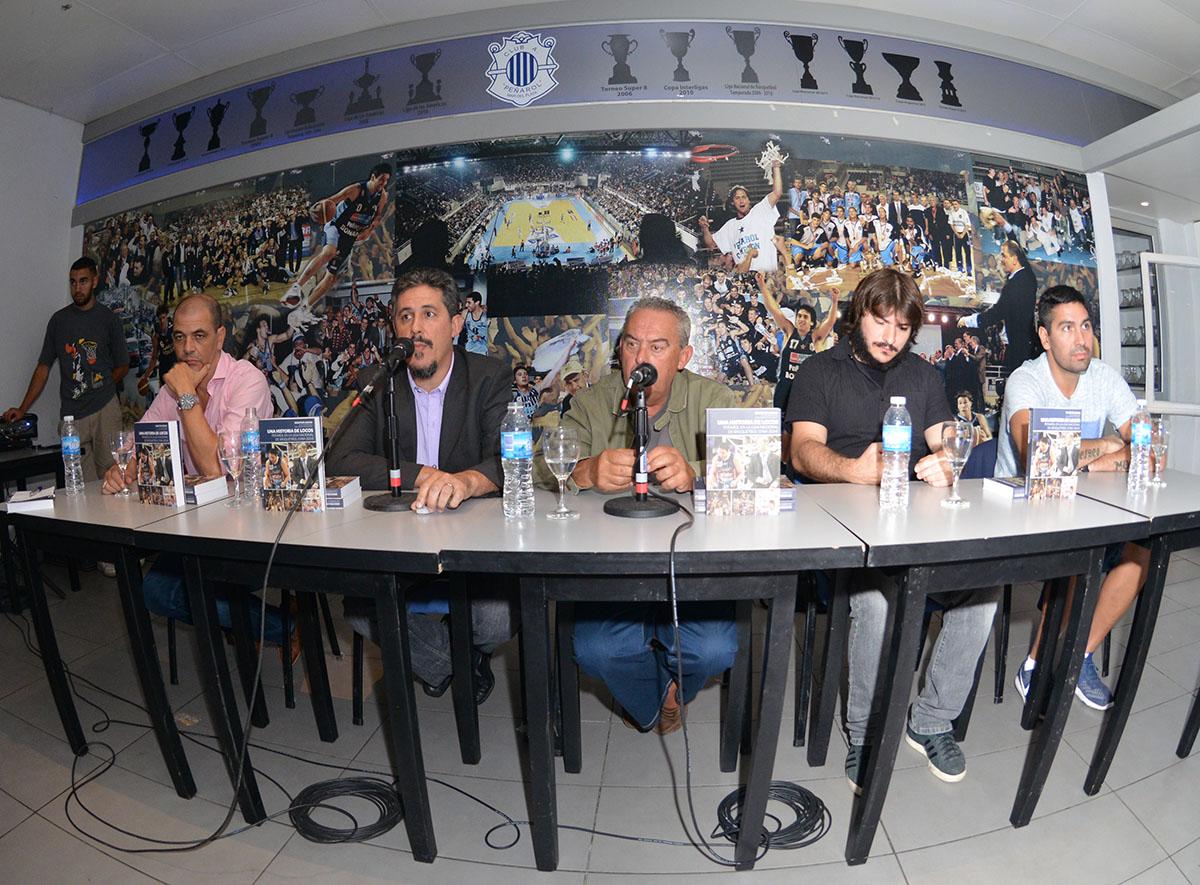 La mesa de presentación para el libro de Peñarol. (Foto: Prensa Peñarol)