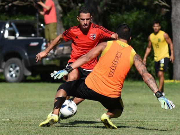 Maximiliano Rodríguez se retiró con una molestia en el amistoso ante Aldosivi. (Foto. Twitter)