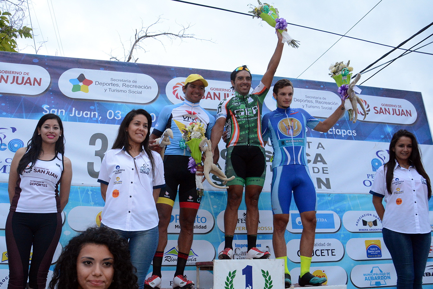 Juan Ignacio Curuchet en el podio de la Vuelta de San Juan. (Foto: Luis Rojo Mallea Prensa Vuelta a San Juan)
