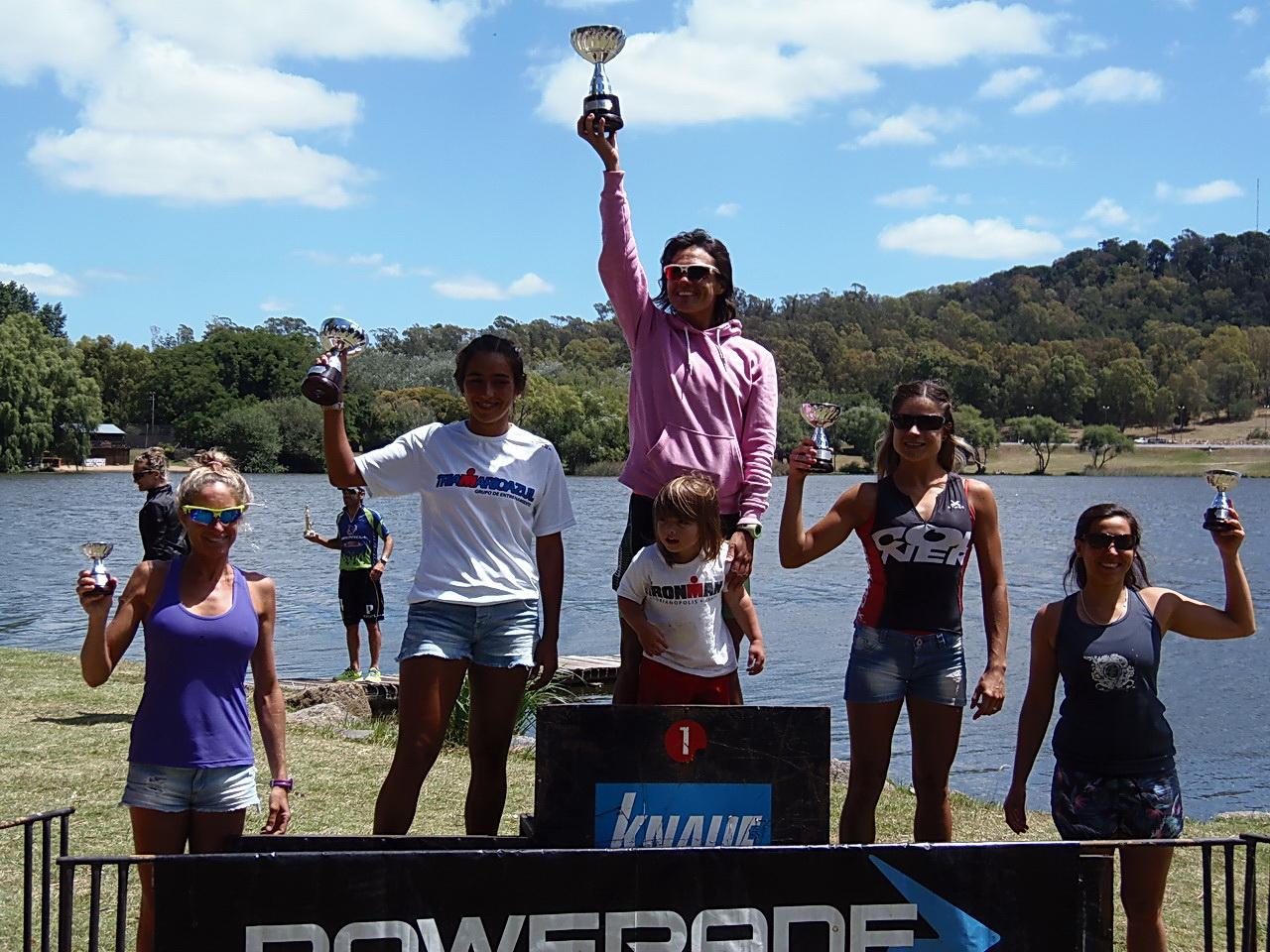 Verónica Ortega en lo alto del podio en Tandil.
