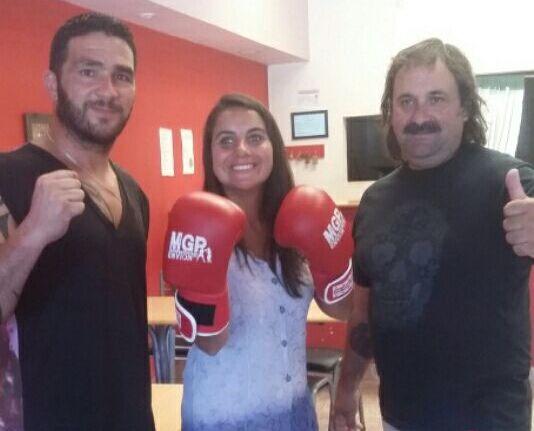"""""""Siru"""" Acosta junto con Laura Hernández (Directora de Niñez, Adolescencia y Juventud) y Alberto Sorbello."""