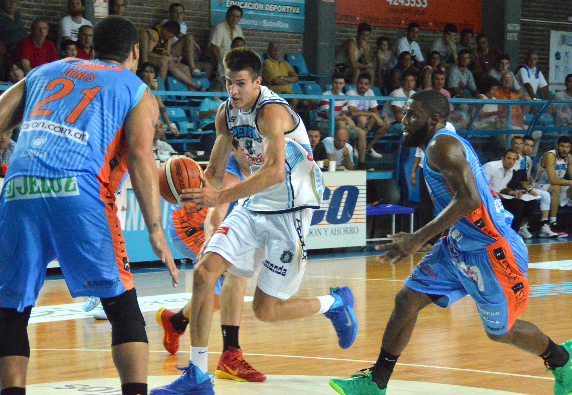 Nicolás Brussino fue la figura del conjunto marplatense. (Foto: LNB.com.ar)