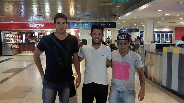 Lucas Vico (Izquierda) antes de viajar a El Salvador.