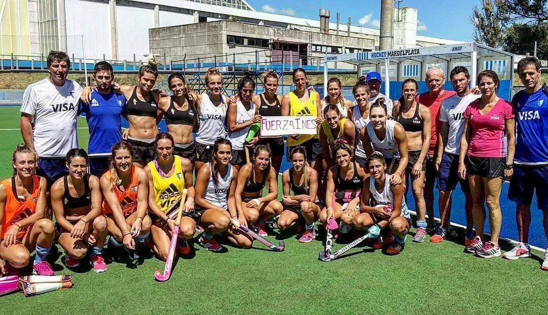 El plantel de Las Leonas brindando su apoyo desde Mar del Plata mientras Inés Travi estaba internada. (Foto: Twitter Jimena Cedres)