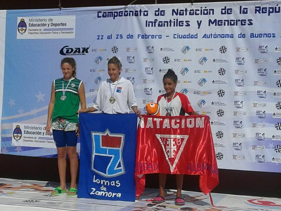 Lucía Gauna en el podio con los colores de Once Unidos. (Foto: Facebook)