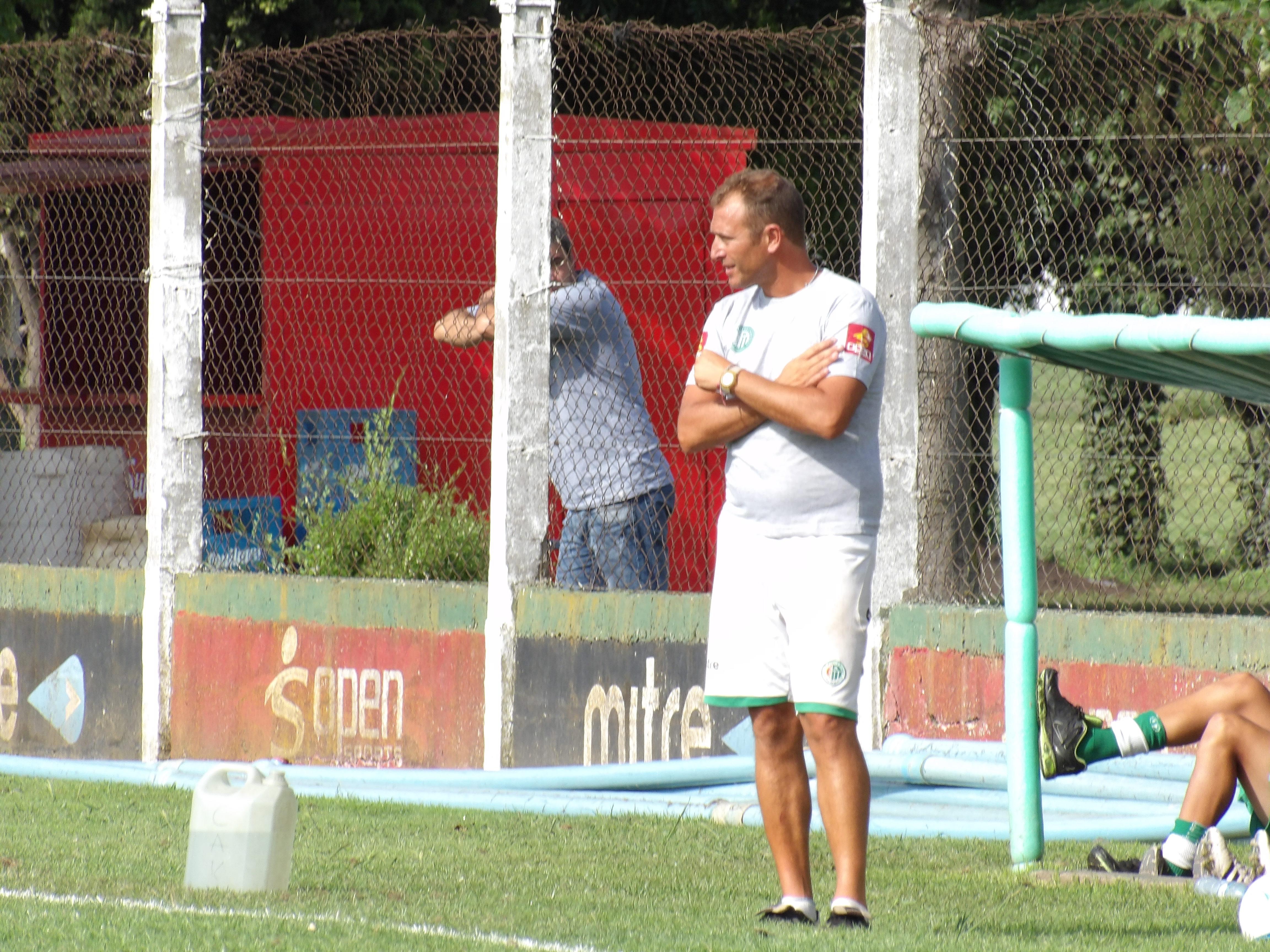 Mariano Mignini supervisando las tareas.