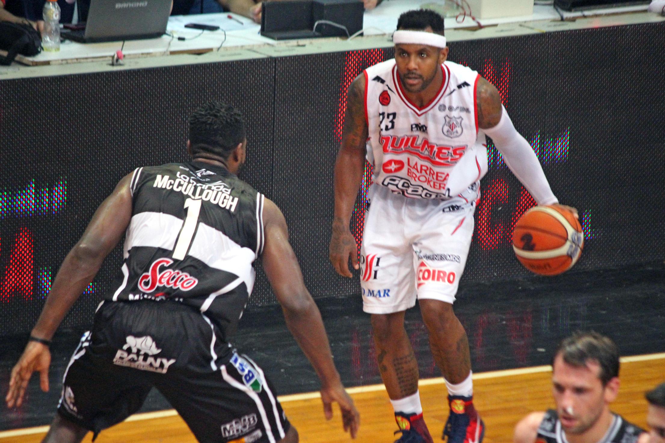 Walter Baxley nuevamente fue clave. (Foto: Mariano Díaz (Pasión & Deporte) - LNB.com.ar)