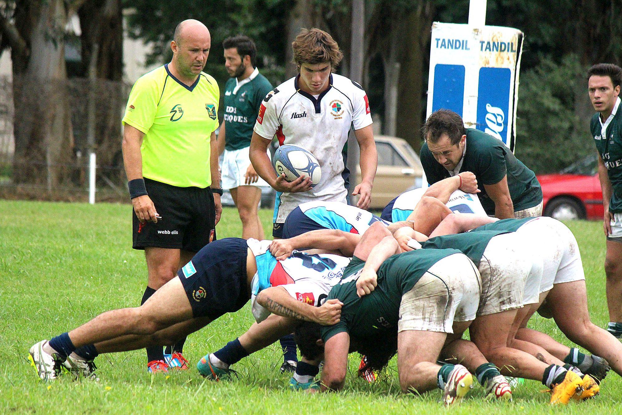 Scrum en el partido entre la URMDP y Los Cardos. (Foto: Prensa URMDP)