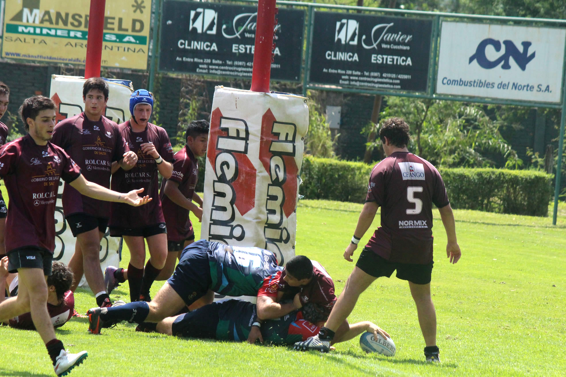Eliseo Marchetti anota un try ante Salta. (Foto: Prensa URMDP)