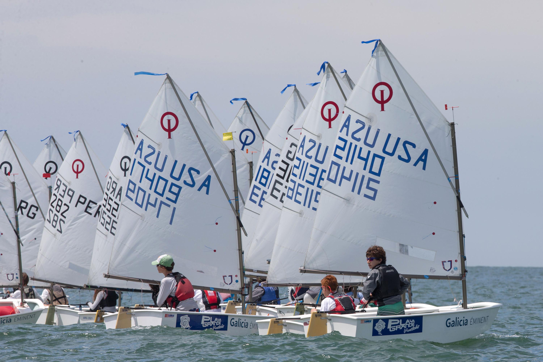 La flota de Snipe en plena competencia. (Foto: Matías Capizzano)