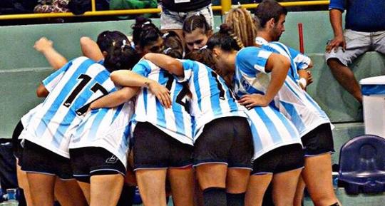El equipo argentino en la arenga previa al último partido.