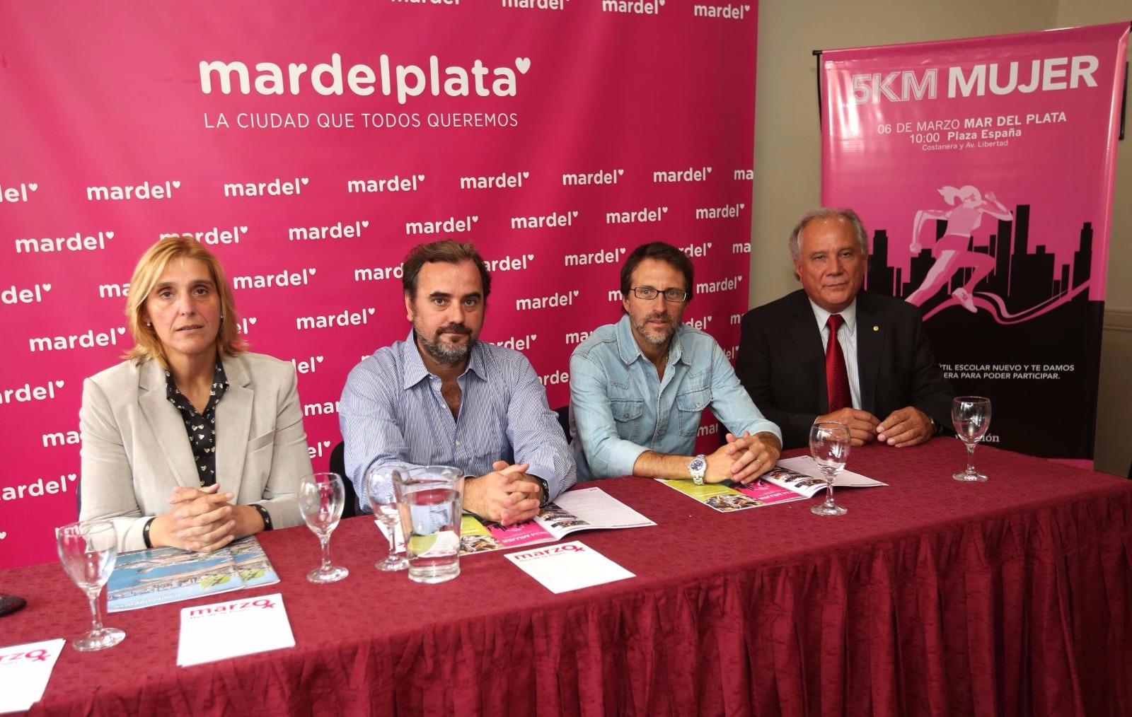 Vilma Baragiola y Emiliano Giri acompañaron en la presentación a Hernán Ibáñez. (Foto: Prensa EMDER)