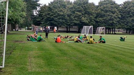 Los jugadores de Aldosivi luego del entrenamiento en Villa Marista (Foto: Juan Ignacio Rovitti)