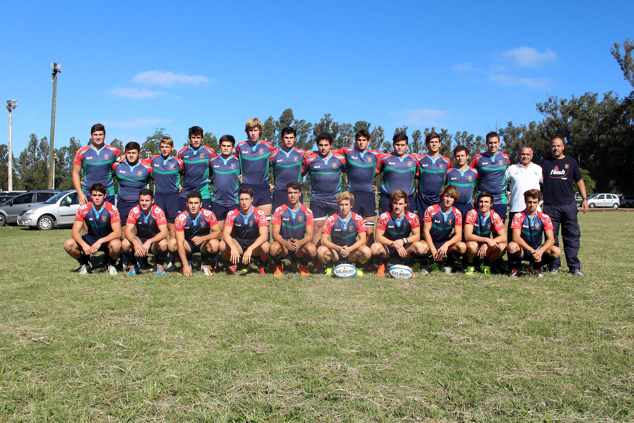 El plantel juvenil de la Unión de Rugby de Mar del Plata.