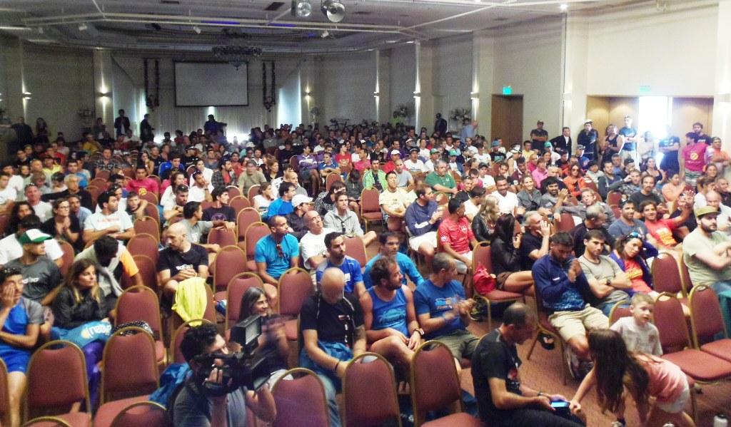 La charla técnica que recibieron los participantes en el Triatlón.