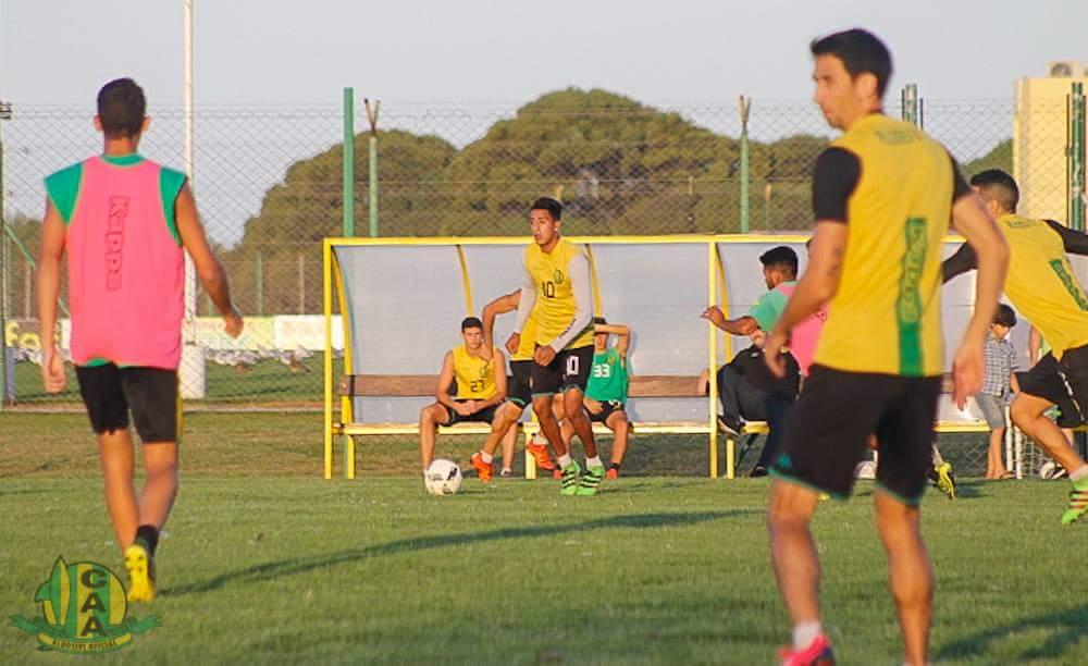 Santiago Rosales será determinante en su duelo con el peruano Advíncula.