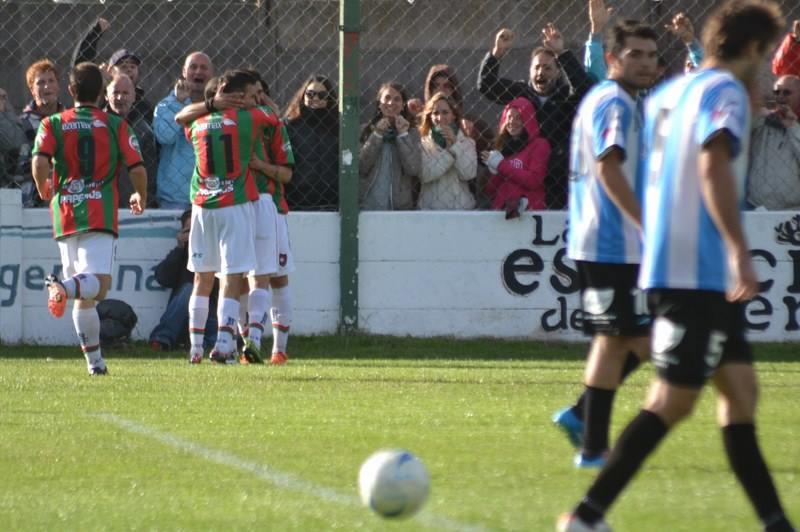 La celebración del primer gol de Círculo Deportivo. (Foto: Martín Rodríguez - accion5.com)