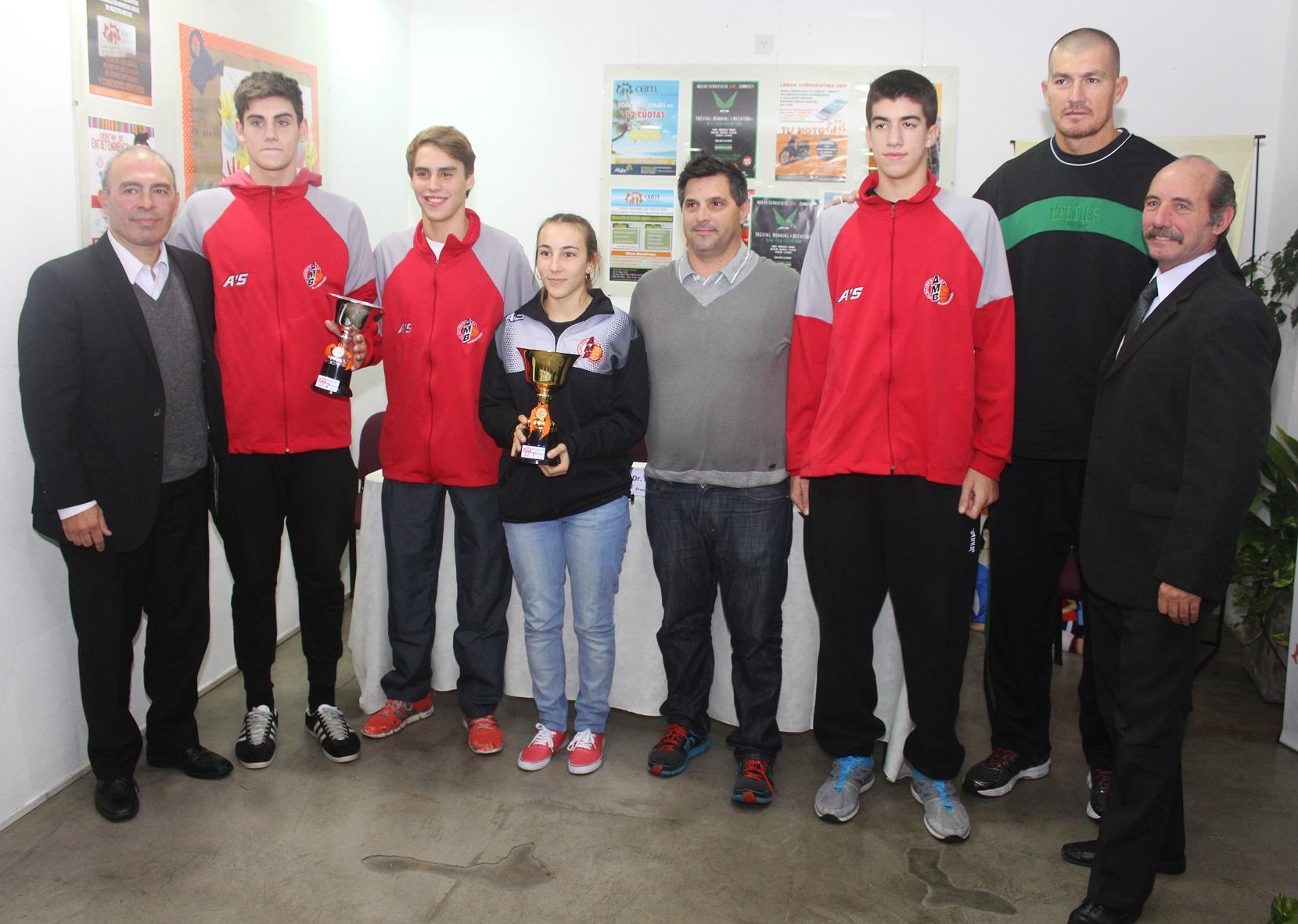 Con la presencia de autoridades y jugadores, se presentó  la Copa OAM de básquet.