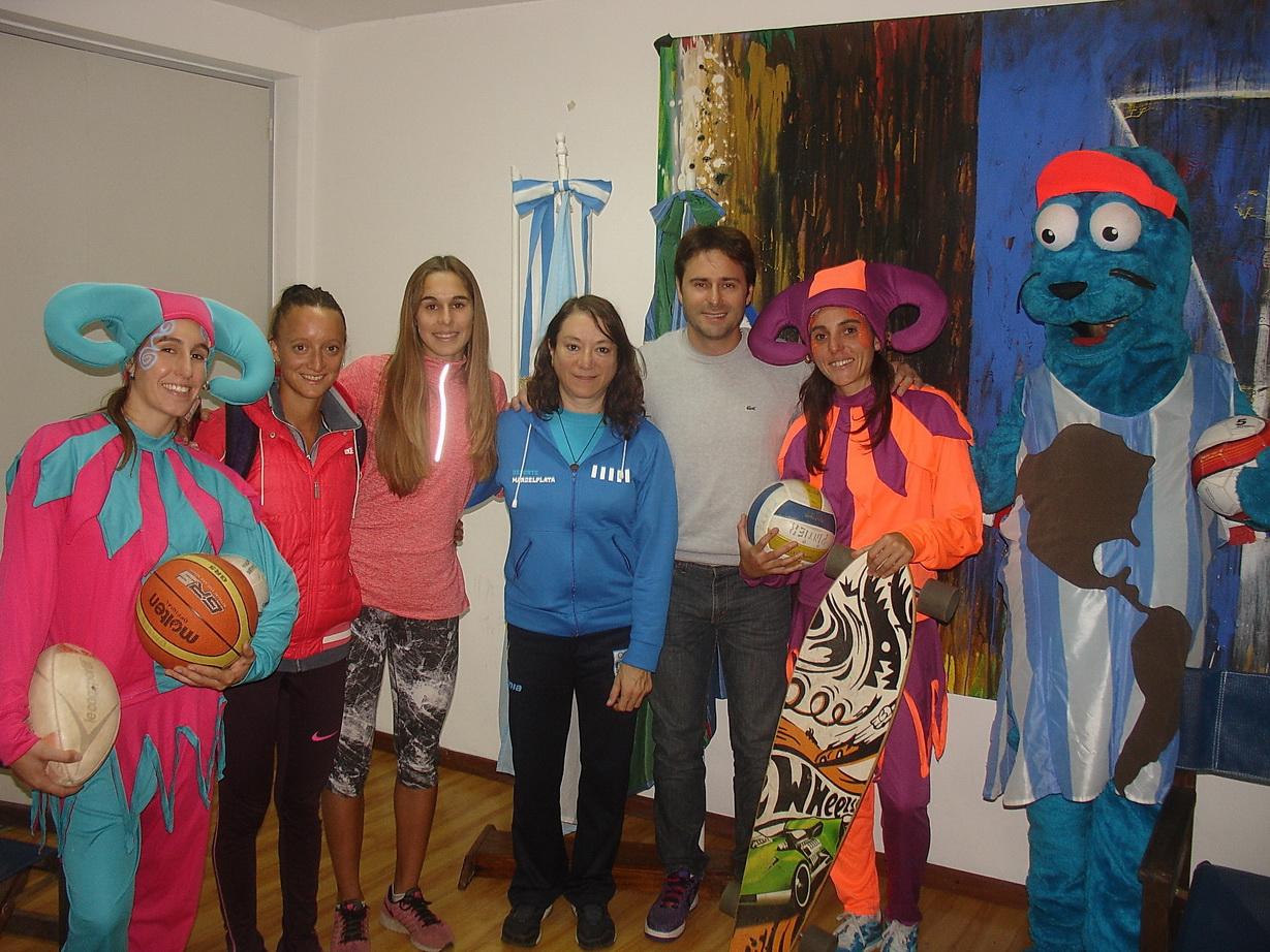 Los presentes en el primer paso del Día del Deportista.