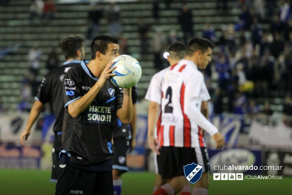 Ezequiel Ceballos está en duda para el partido en Bahía Blanca. (Foto: Florencia Arroyos - Alvarado)