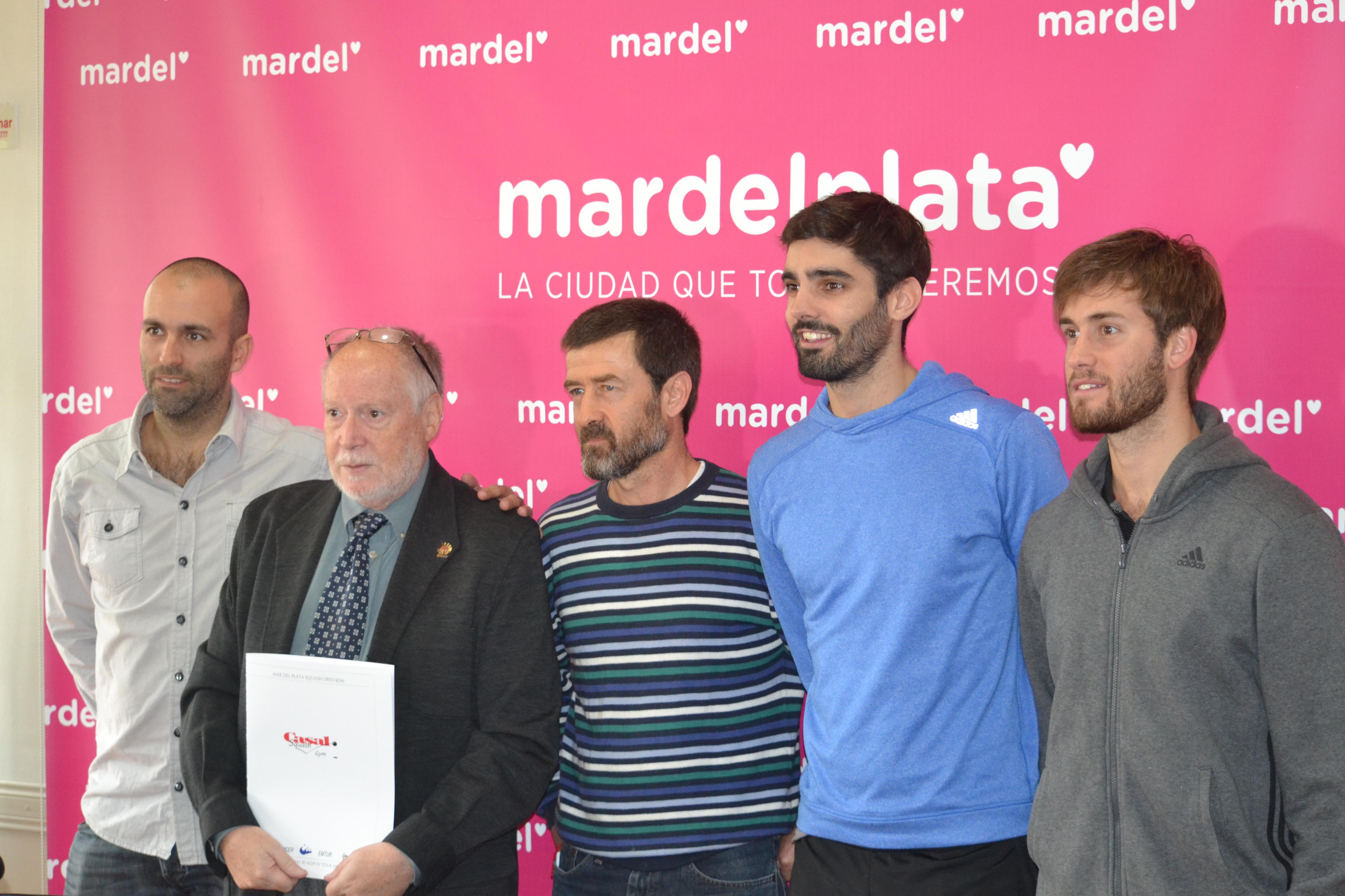 Los encargados de presentar la actividad esta mañana con Juan Pablo Roude (de azul). (Foto: Prensa PSA)