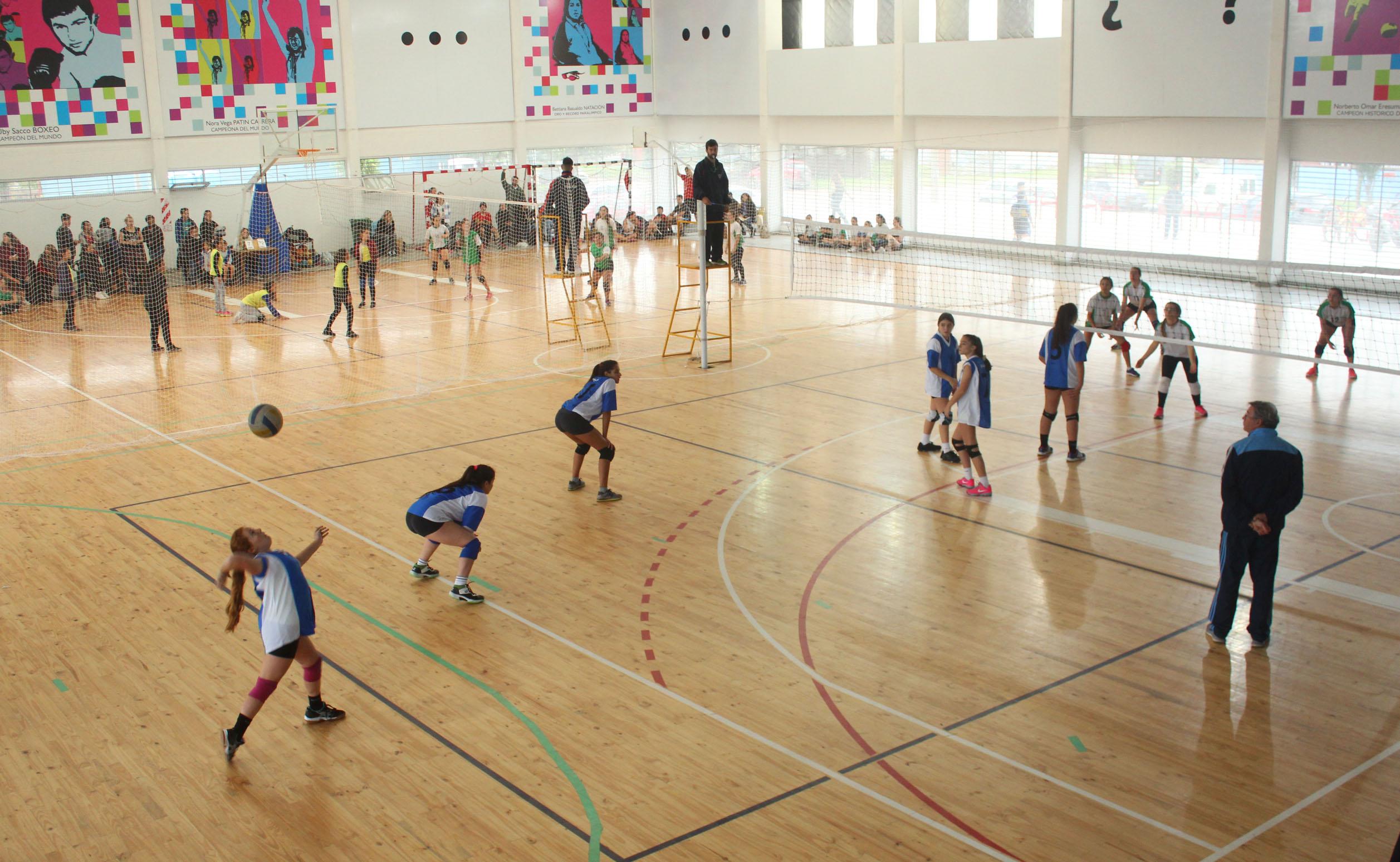 El circuito municipal promocional de voleibol arrancó con todo.