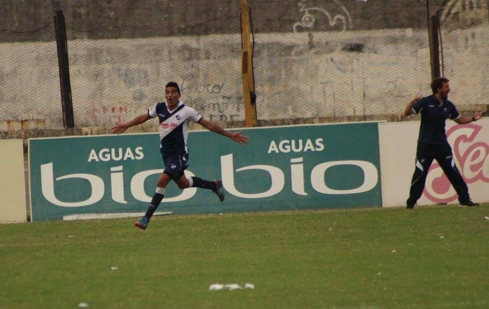 Morán celebra su primer gol con la camiseta de Alvarado.