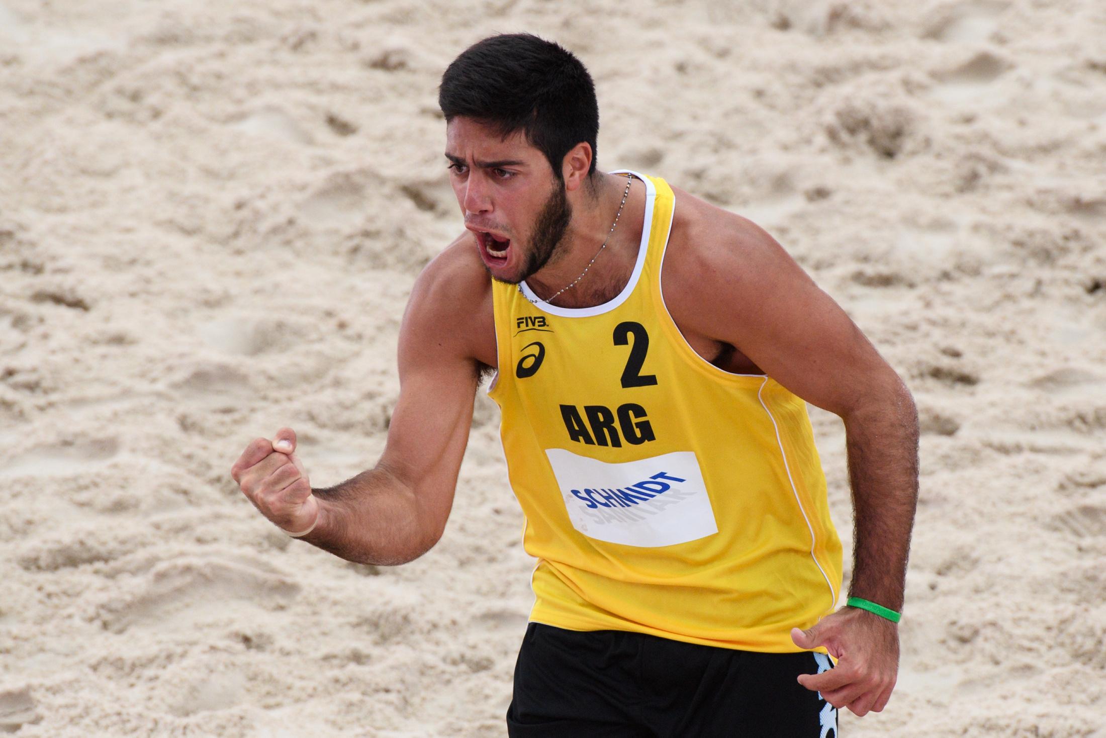 Santiago Aulisi celebrando uno de los puntos ante los franceses. (Foto: FIVB)