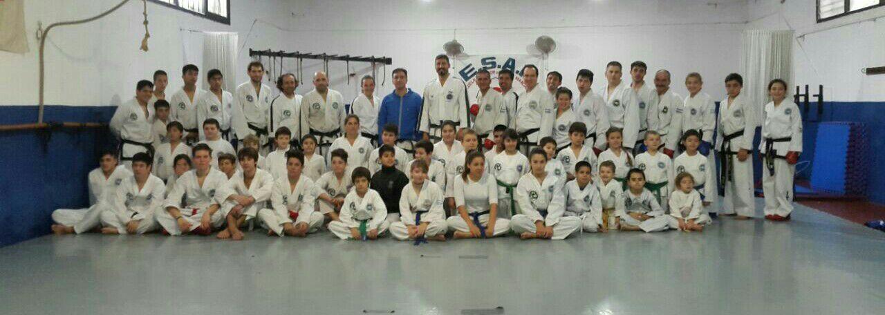 Parte de los integrantes de la Academia Yapuncic en la jornada de entrenamiento.