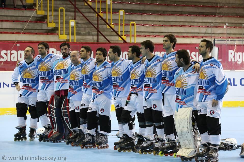 El equipo argentino formado antes de iniciar el Mundial. (Foto: World Inline Hockey)