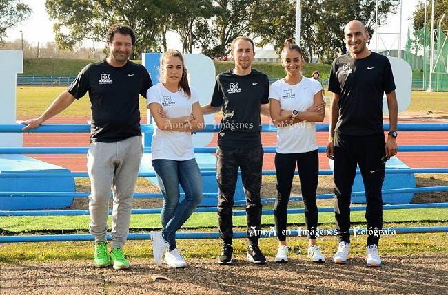 Los atletas olímpicos y sus entrenadores en el certamen.