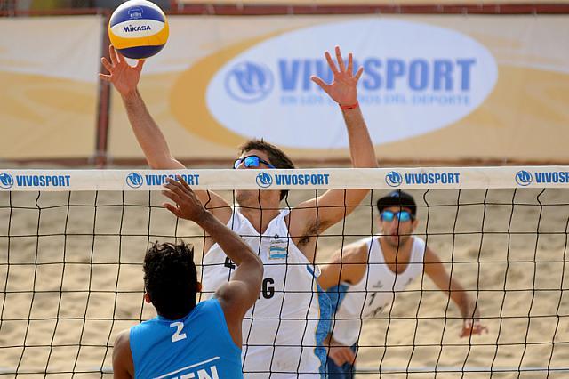 Nicolás Capogrosso y Ian Mehamed en plena acción.