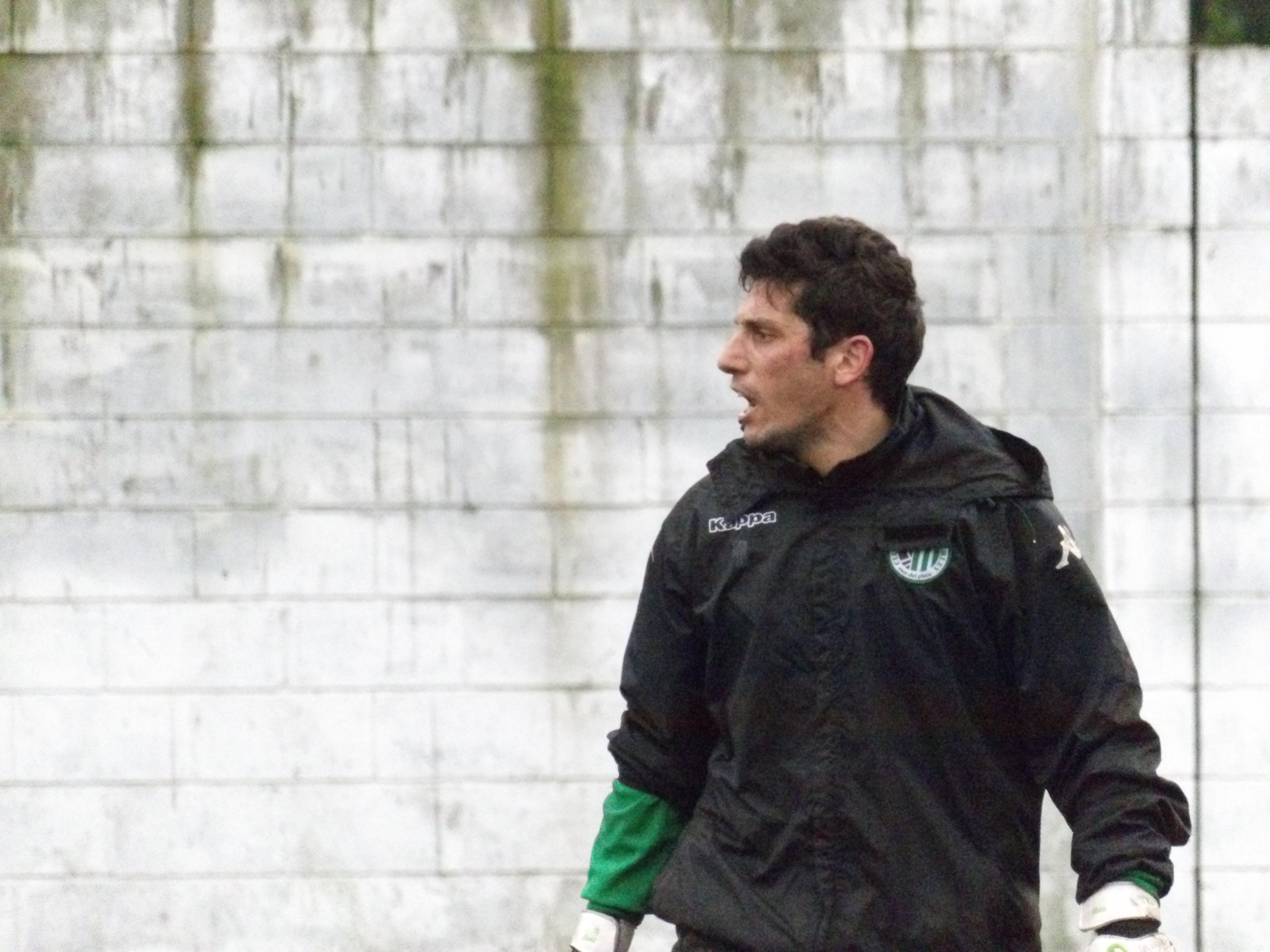 Aldo Suárez ya entreno con los colores de Kimberley.