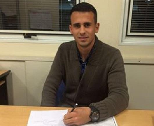 Leandro Sosa Otermin firmando su contrato con Aldosivi. (Foto: Club Aldosivi)