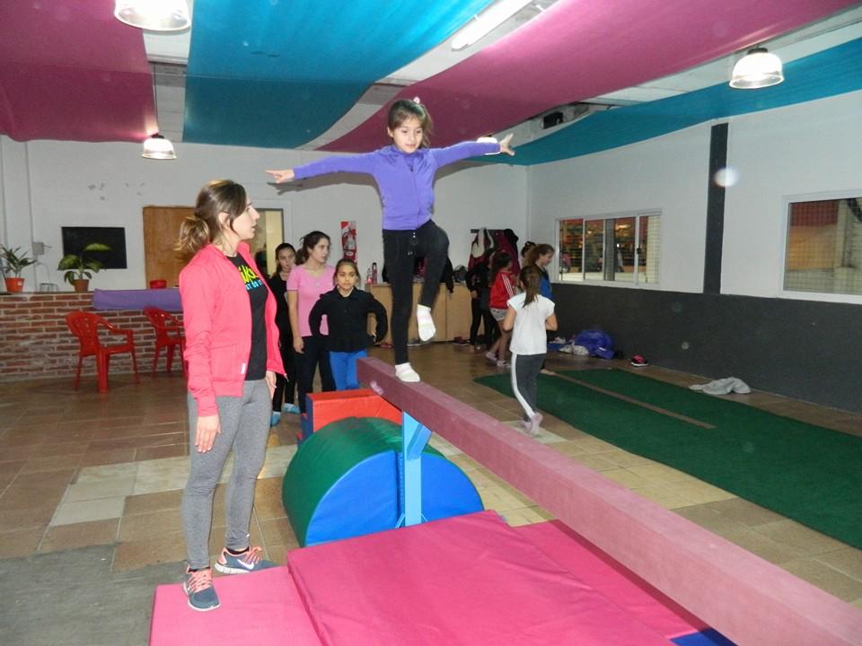 La escuela de gimnasia artística del Club Independiente en funcionamiento.