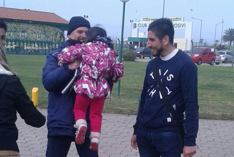 Alan Alegre y su papá Fabián, después del amistoso.