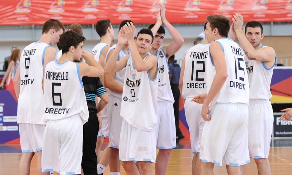 El seleccionado argentino y su saludo final luego del 13º puesto. (Foto: FIBA)