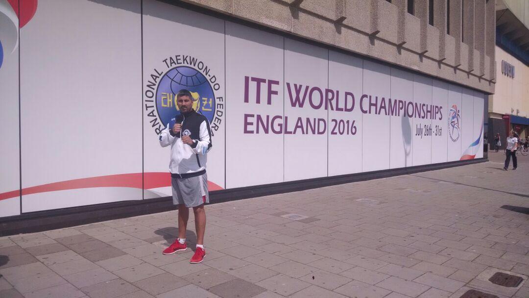 El marplatense Carlos Bazan aguardando la competencia en Inglaterra.