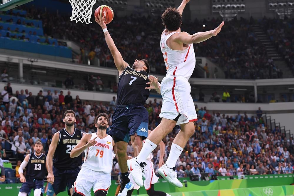 Argentina no tuvo un buen partido ante España. (Foto: FIBA)