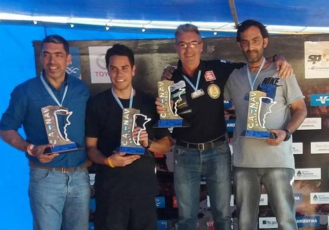 Omar Gándara y Mayco Martínez en lo alto del podio.