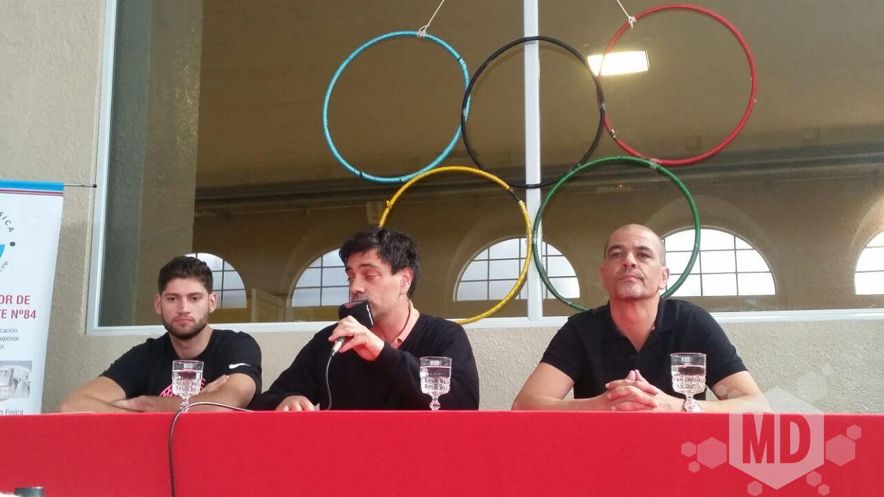 Patricio Garino, Federico Ingrassia y Sergio Hernández en la charla de esta tarde.